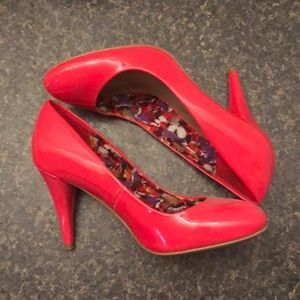 Size 7 g by guess heels